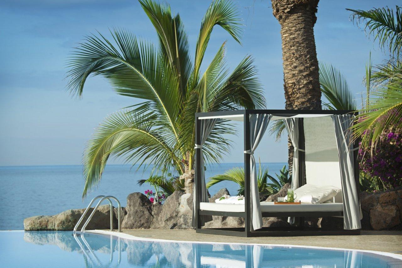 Roca nivaria review business travel magazinebusiness for Cama balinesa