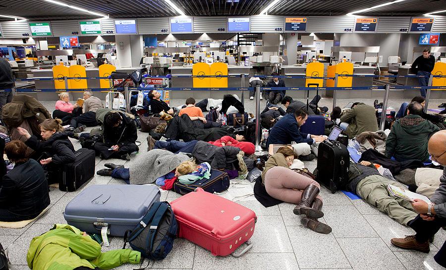 Snow Causes Frankfurt Flight Cancellations Business