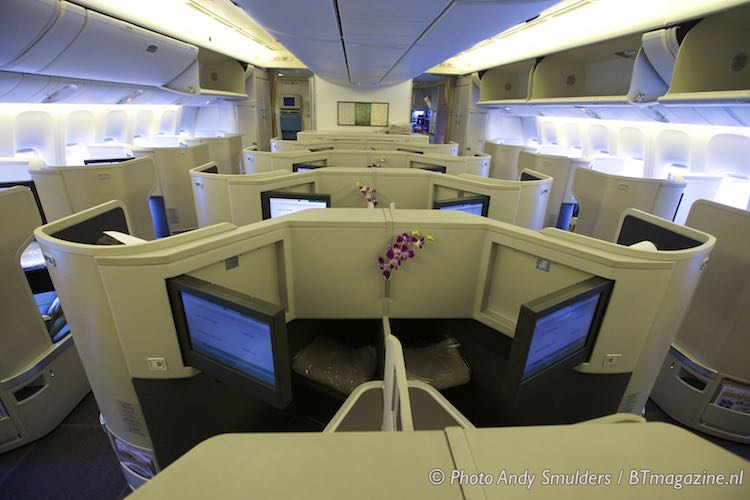Cathay Pacific flies with Boeing 777-300ER on Amsterdam ...