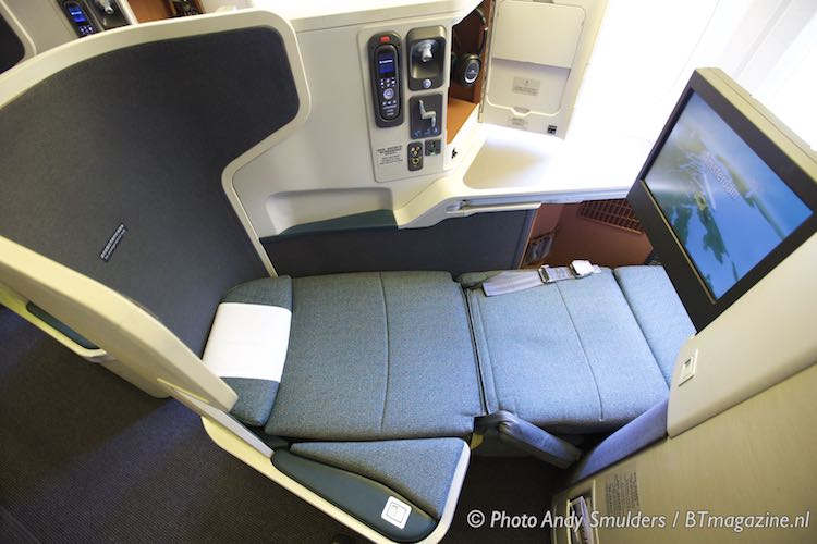 Cathay Pacific Business Class Boeing 777-300ER Hong Kong ...
