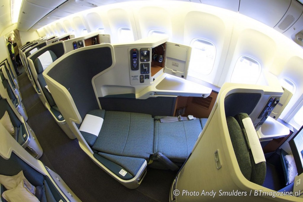 Review: Cathay Pacific Business Class, 777-300ER - YouTube