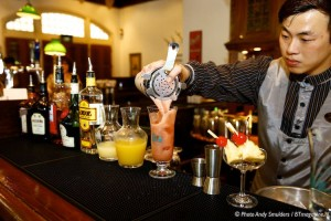 THE MAKING OF THE FAMOUS SINGAPORE SLING COCKTAIL AT THE RAFFLES HOTEL IN SINGAPORE