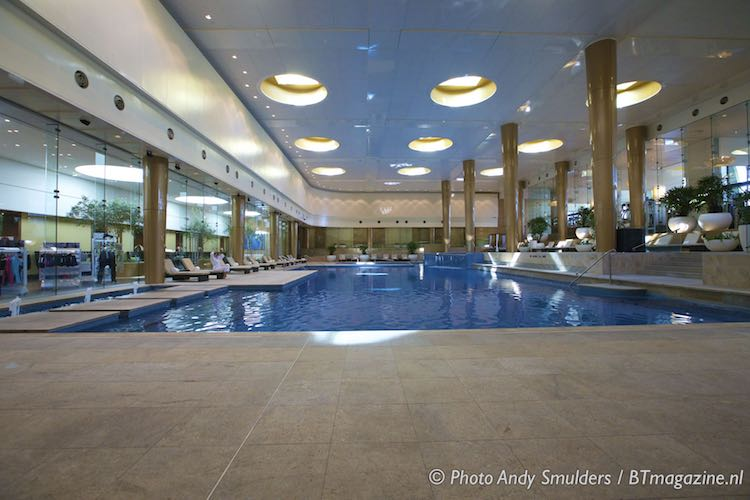 Crown towers hotel melbourne business travel for Private swimming pool melbourne
