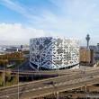 07-02-2016 TRAVEL; HILTON AMSTERDAM AIRPORT SCHIPHOL; SCHIPHOL; AMSTERDAM het Hilton heeft in Februari het nieuwe Hilton Amsterdam Airport Schiphol geopend. Het nieuwe Hilton Amsterdam Airport Schiphol, met 433 kamers en 1.700 vierkante meter ruimte voor vergaderingen en evenementen, is het meest vooraanstaande conferentiehotel van de luchthaven. In december 2015 opende het hotel zijn deuren. Een dag eerder voor aanvang van je reis een kamer boeken in dit hotel, zorgt ervoor dat je vakantie of zakenreis relax gaat beginnen. Op de foto het exterieur van het nieuwe hotel.   FOTO ANDY SMULDERS / PERSFOTO.COM