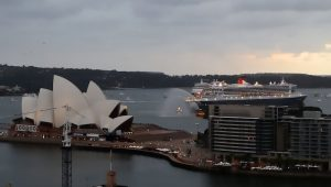 CUNARD QUEEN ELIZABETH AND QUEEN MARY 2 IN SYDNEY
